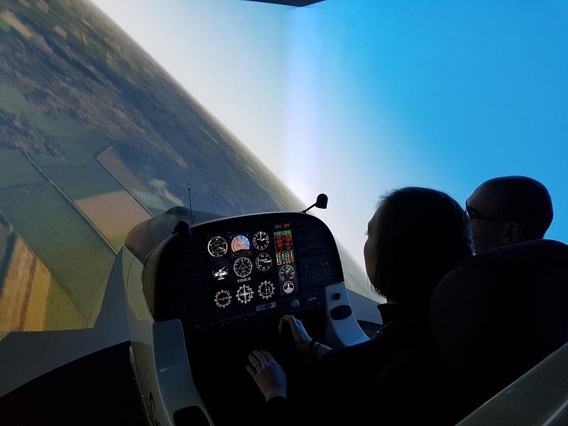 femme pilote avion de ligne simulateur vol lorraine metz